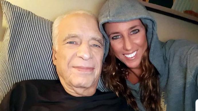 La felicidad del Dr Colmillot por el nacimiento de su hijo a los 83 años
