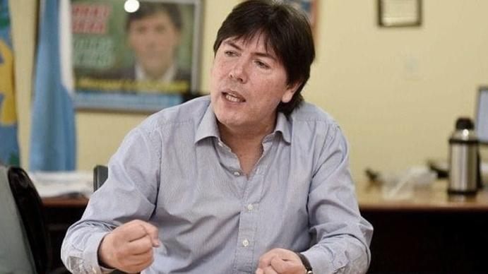 Juan Manuel Lugones: El Estado decidió que los barras asistan a colgar las banderas en los estadios