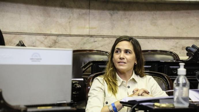 La diputada Jimena López impulsó un proyecto para que se cumplan las cuotas alimentarias